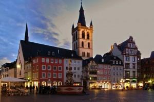 Trier Moezel Kirchplatz