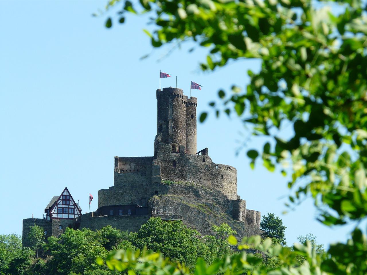 Burg Ehrenburg Brodenbach Moezel